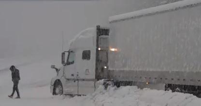 Brutális hóvihar csapott le Észak-Kaliforniára – VIDEÓ